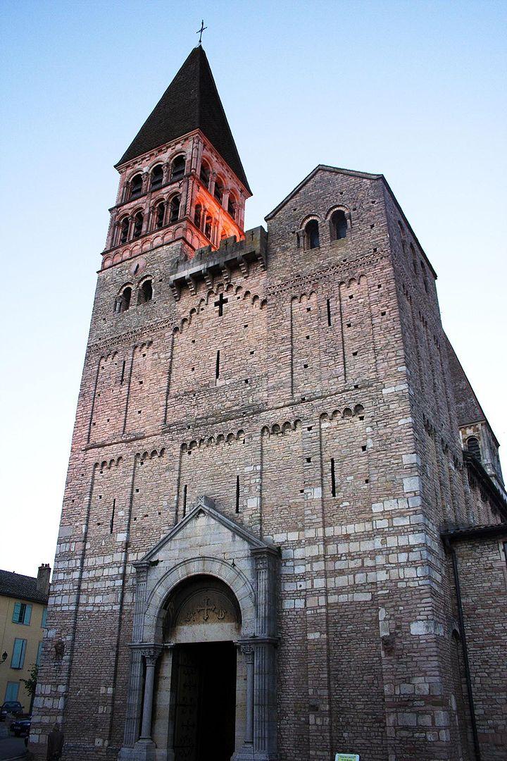 ロマネスクの教会建築の画像
