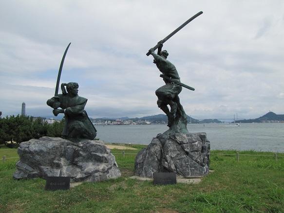 武蔵・小次郎像