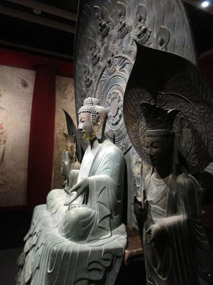 釈迦三尊像のレプリカ01